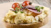 Míchaná vejce patří mezi nejoblíbenější úpravy.