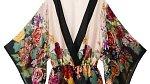 Květované kimono můžete nosit jako noční úbor nebo jako extravagantní top ke kalhotám. (H&M, 639 Kč)