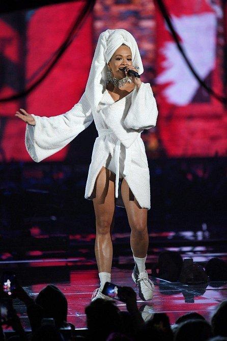 """Rita na své vystoupení oblékla """"sportovnější verzi"""" svého modelu!"""