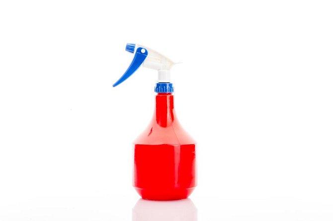Desinfekční prostředek: 3 měsíce Desinfekční prostředky ztrácí svou schopnost desinfikovat už po třech měsících. Jejich používání po uplynutí této doby tak efektní.