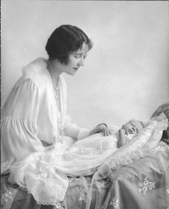 Královna Alžběta je ze dvou sester.