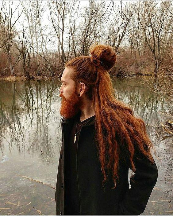 Zrzavé vlasy jsou krásné i na mužích.