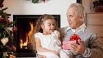 Dědečkové mají radost z každého dárku, hlavně když je z lásky.