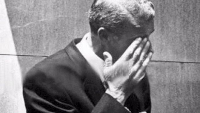 Joe DiMaggio celou noc před skromným obřadem proplakal v hřbitovní kapli u hereččiny rakve.