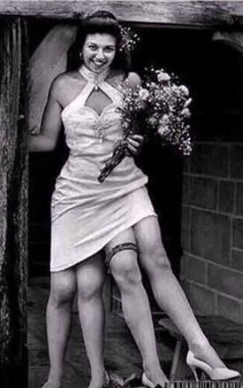 Myrtle Cobin - další žena s parazitickým dvojčetem. Myrtle mohla ze svých čtyř nohou ovládat bohužel jen jednu. Do cirkusu na ni ale chodily davy a ona své nohy vždy ráda předváděla. Zakládala si na tom, že musí mít všechny čtyři...