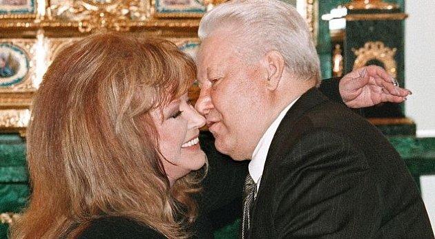 Boris Jelcin byl velkým obdivovatelem Alli Pugačevové.