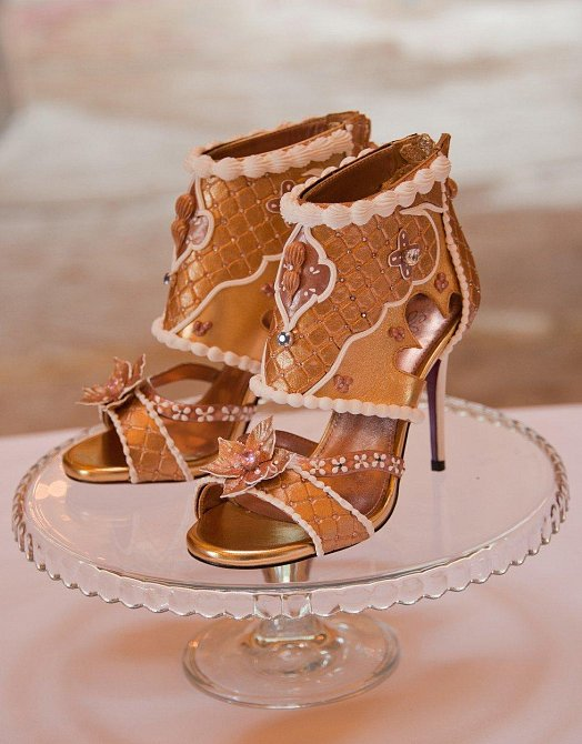 Boty - 15 miliónů dolarů: Boty navrhla designérka Debbie Wingham coby dárek, který si u ní objednal jistý muž pro svou partnerku. Boty jsou stoprocentně symetrické a jsou osázeny diamanty a dalšími drahými kovy, zlatem a dalšími luxusn...
