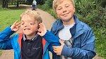 Dvojčata jsou si i přes velké postižení velice blízká.