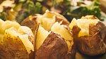 Brambory jezte i se slupkou - pokud je loupete, ochuzujete se o vlákninu a další cenné látky.