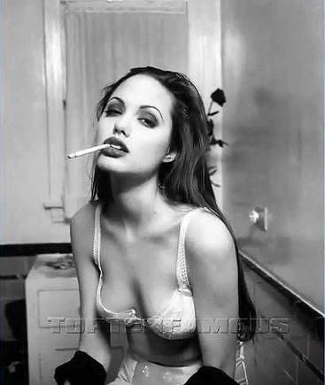 Už v 15ti letech měla Angelina sexapealu na rozdávání.