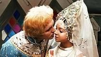První polibek  - Herečce Natalje Sedychové, které tak roztomile ztvárnila nebohou Nastěnku, bylo v době natáčení pouhých čtrnáct let. Polibek, který dostane od svého hereckého partnera Eduarda Izotova nebo-li Ivánka, byl její vůbec p...