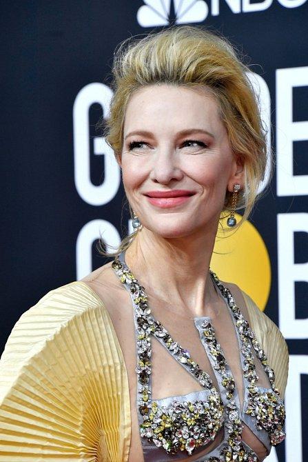 """Cate Blanchett to s """"vílím lookem"""" přehání."""