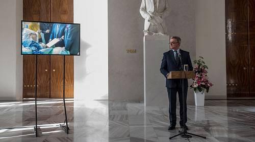 Vratislav Mynář svolal mimořádný brífink.