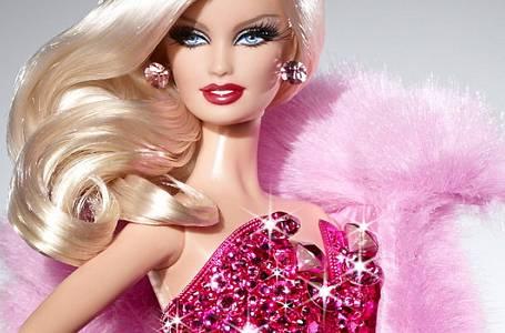 Čtení na neděli: Barbie – nevinná hračka nebo andělská mrcha?