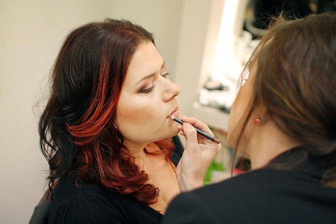 Pro Veroniku volí vizážistka nápadnější make-up