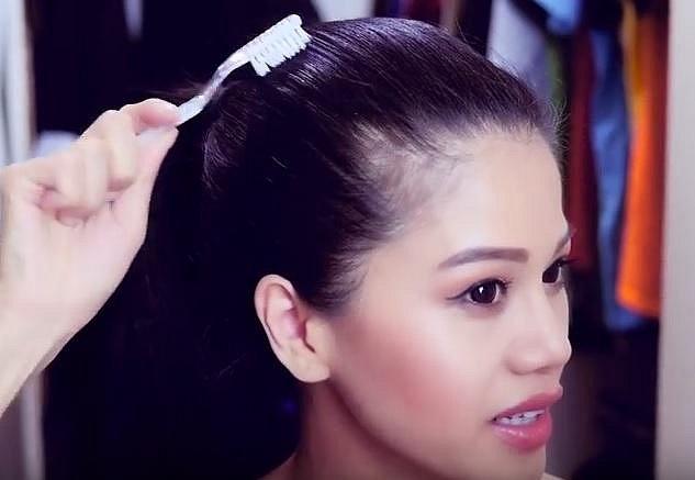 Kartáčkem pak vlasy snadno přimějete k poslušnosti a culík bude dokonalý!