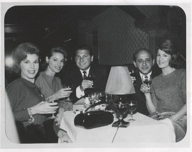 7. Poslední noc svého života strávila v kasinu Cal Neva Lodge, jehož majitelem byl Frank Sinatra, ve společnosti mafiánského bosse Sama Giancana. Spekuluje se, že ji přesvědčoval, aby nezveřejnovala svůj milostný vztah s prezidentem Kenn...