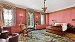 Ložnice působí klidně a romanticky.