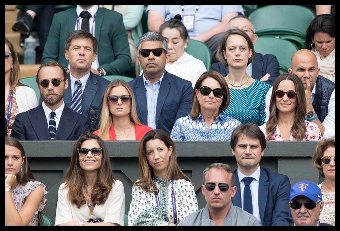 Wimbledon je mezi Brity velmi oblíbený.