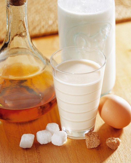 Vaječný likér není složitý na přípravu. Můžete zkusit i nealkoholickou verzi nebo místo klasické smetany použít kokosové mléko.