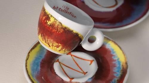 Když se umění snoubí s kávou: limitovaná edice espreso šálků Anishe Kapoora pro Illy