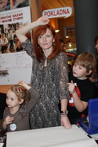 Módní ikona: Anna Geislerová s dcerou Stellou Ginger a synem Brunem Fideliem