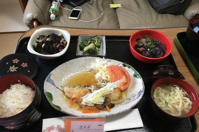Porovnejte NEMOCNIČNÍ STRAVU v Japonsku a u nás! Jde o dva úplně rozdílné vesmíry...