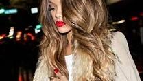 Rihanna je vlasový chameleon. Bayalage jejímu bystrému oku neuniklo.