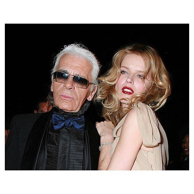 Eva Herzigová velmi často spolupracovala s nedávno zesnulým Karlem Lagerfeldem.