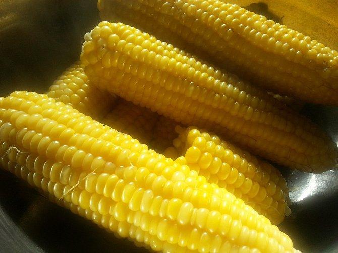 Nasládlá kukuřice většinou chutná i dětem. Kromě vlákniny obsahuje také hořčík, železo a draslík.
