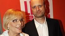 Marie Poledňáková má jednoho syna Petra. To, že s ním zůstala po rozvodu sama, ji inspirovalo k natočení filmů Jak vytrhnout velrybě stoličku a Jak dostat tatínka do polepšovny.
