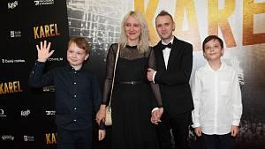Na premiéru filmu Karel dorazila i se svými dvěma syny.