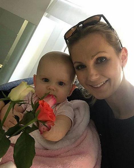 Krásná moderátorka Sandra Parmová a její partner Pavel se stali rodiči jejich prvního potomka, holčičky Emily.