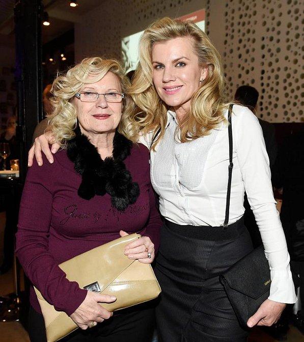 Leona Machálková s maminkou
