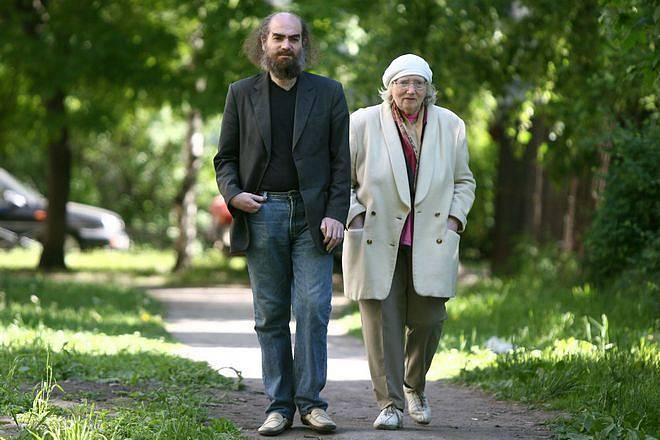 Grigorij na procházce s matkou