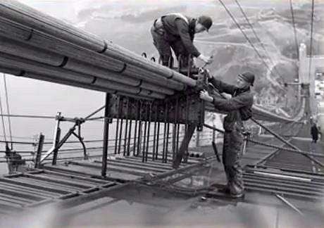 Stavba mostu Golden Gate - Tento unikátní téměř 4 kilometry dlouhý most se začal stavět v roce 1933 a hotov byl za 4 roky. Stavba stála 35 miliónů dolarů a zemřelo během ní 11 dělníků.