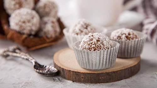 Čtyři recepty na vynikající nepečené bonbony, které jsou skvělé nejen o Vánocích!