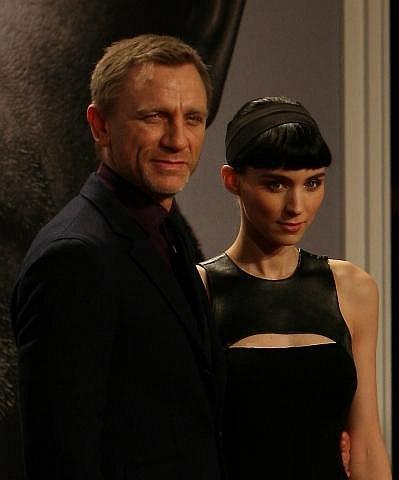 Daniel Craig se svou hereckou partnerkou Rooneou Mara, která ztvárnila roli Lisbeth v trileru Muži, kteří nenávidí ženy