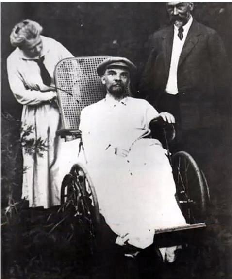 Vladimir Iljič Lenin (+ 21. ledna 1924)