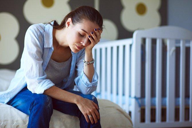 Bezesné noci vás neminou. Snažte se jen přežít důstojně, bez křiku a beznaděje. Některé děti křičí hodiny v kuse, jiné vůbec. Nepropadejte panice a buďte trpělivá.