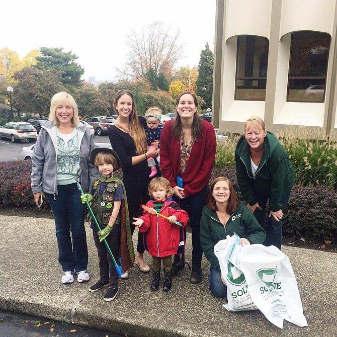 V Portlandu, odkud Henry pochází, vznikla skupina aktivistů. Tvoří ji hlavně Henryho spolužáci a jejich rodiče.