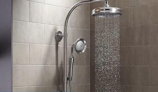 Zapomeňte také na dlouhou horkou sprchu. Pokožka vás může začít svědět díky tomu, že bude extrémně vysušená a hrozí také vznik ekzémů.