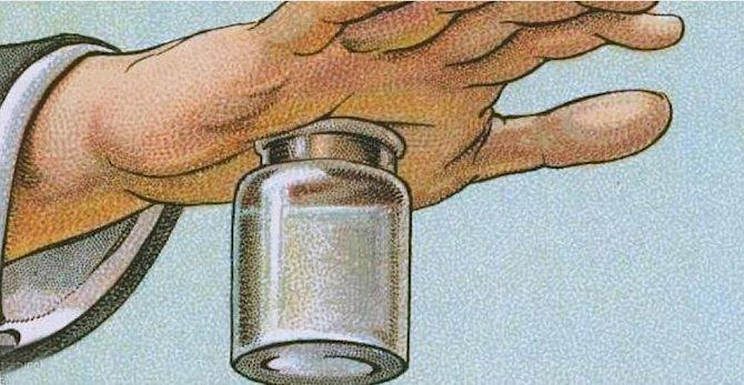 Vrazit si třísku pod kůži není zrovna hitparáda. Vezměte nádobku, do které můžete nalít vroucí vodu. Umístěte nad ní místo, kde třísku máte a přitlačte ho k nádobce. Vznikne zde mírný podtlak, který otevře póry na kůži a tříska sama vyleze.