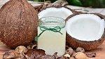 Kokosový olej je univerzální pomocník v péči o tělo.