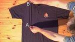 Uchopte triko v bodě A a B.