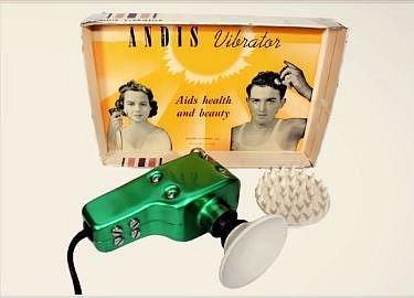 Multifunkční vibrátor z 50. let. Ženy si díky němu přiváděly orgasmus, ale pomohl též i jako pomocník proti vráskám a případně i proti vypadávání vlasů u mužů.