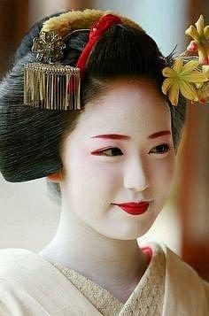 Dnes už je v Japonsku skutečných Gejš jen několik stovek.