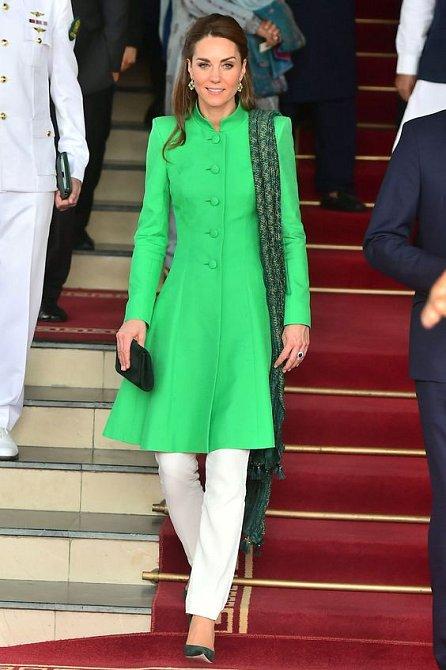 Vévodkyně změnila stylistu a na jejím šatníku je to hodně znát.