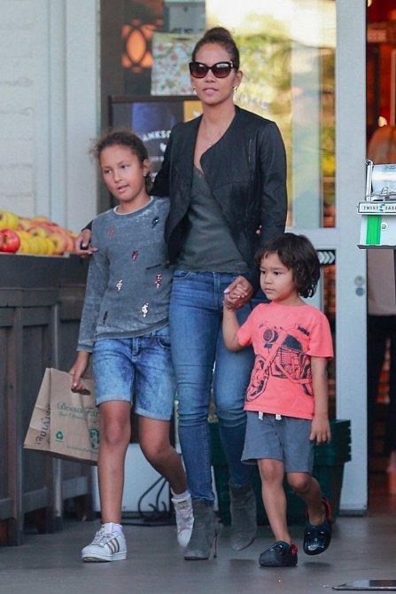 Halle Berry s dcerou Hahlou a synem Mateem