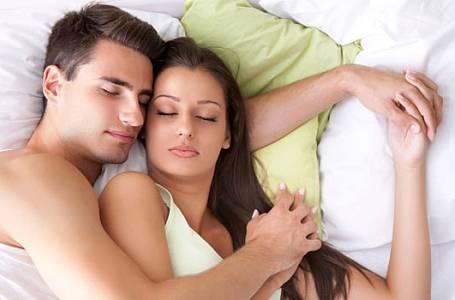 Polohy, ve kterých spíte, prozradí mnohé o vašem vztahu!